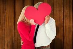 Составное изображение красивого человека получая жену формы карты сердца Стоковое Фото