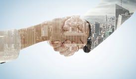 Составное изображение крупного плана трясти руки после деловой встречи Стоковые Изображения