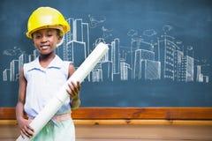 Составное изображение маленькой девочки нося желтые шлем и план строительства Стоковые Фото