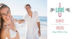 Составное изображение милой женщины усмехаясь на камере при парень держа ее руку Стоковые Изображения