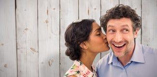 Составное изображение милой женщины целуя человека на щеке Стоковое Изображение RF