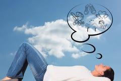 Составное изображение молодой женщины лежа на думать пола Стоковая Фотография