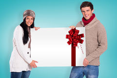 Составное изображение молодых пар держа плакат Стоковые Изображения RF