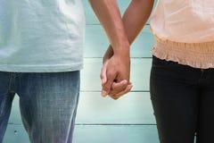 Составное изображение молодых пар держа руки в парке Стоковые Фотографии RF