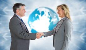 Составное изображение довольного бизнесмена тряся руку содержимой коммерсантки Стоковые Изображения