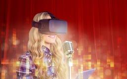 Составное изображение довольно вскользь работника используя трещину oculus Стоковая Фотография RF