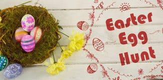 Составное изображение логотипа охоты пасхального яйца против белой предпосылки Стоковые Изображения