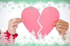 Составное изображение пар держа 2 половины разбитого сердца Стоковая Фотография RF