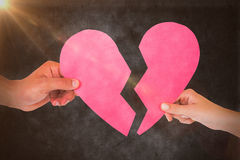 Составное изображение пар держа 2 половины разбитого сердца Стоковая Фотография
