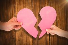 Составное изображение пар держа 2 половины разбитого сердца Стоковое Фото