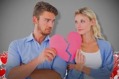 Составное изображение пар держа 2 половины разбитого сердца Стоковые Изображения