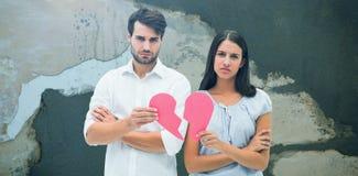 Составное изображение пар осадки держа 2 половины разбитого сердца Стоковое Изображение RF