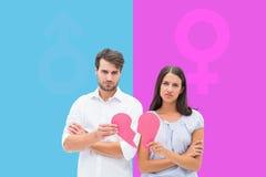 Составное изображение пар осадки держа 2 половины разбитого сердца Стоковая Фотография