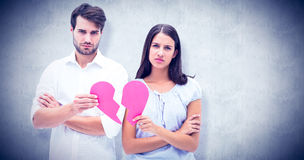 Составное изображение пар осадки держа 2 половины разбитого сердца Стоковая Фотография RF