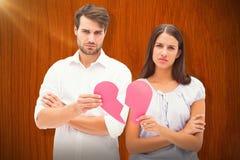 Составное изображение пар осадки держа 2 половины разбитого сердца Стоковые Фото