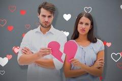 Составное изображение пар осадки держа 2 половины разбитого сердца Стоковые Изображения RF