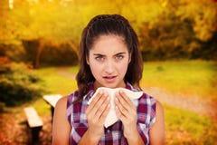 Составное изображение портрета больной женщины чихая в ткани Стоковое Фото