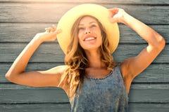 Составное изображение портрета женщины касаясь ее соломенной шляпе Стоковое фото RF