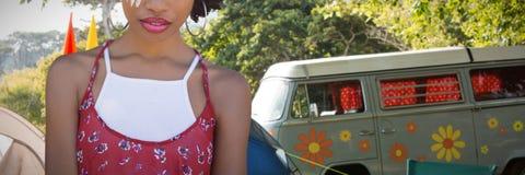 Составное изображение портрета женщины hippie с держателем Стоковая Фотография