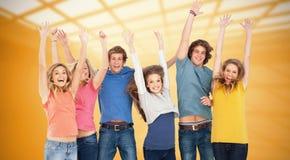 Составное изображение праздновать друзей скача в воздух стоковое фото rf