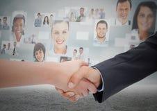 Составное изображение рукопожатия перед небом с бизнесменами иллюстрация вектора