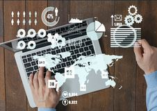 Составное изображение рук бизнесмена работая на компьтер-книжке и Священном Писании Стоковые Фото