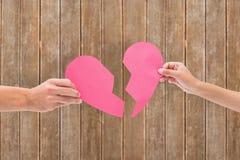 Составное изображение рук держа 2 половины разбитого сердца Стоковое Изображение RF