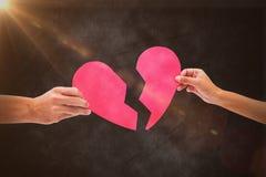 Составное изображение рук держа 2 половины разбитого сердца Стоковые Фотографии RF