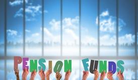Составное изображение рук задерживая пенсионные фонды стоковое изображение