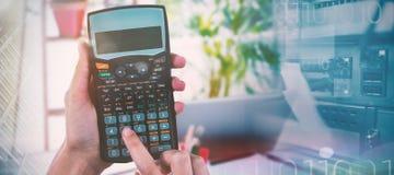 Составное изображение рук коммерсантки используя калькулятор Стоковая Фотография RF