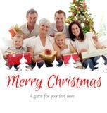 Составное изображение семьи держа подарки на рождество дома Стоковое Изображение RF