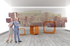 Составное изображение серьезного бизнесмена стоя спина к спине с женщиной Стоковая Фотография