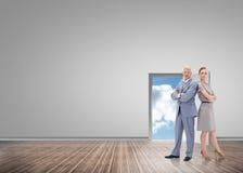 Составное изображение серьезного бизнесмена стоя спина к спине с женщиной Стоковые Изображения RF
