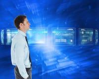 Составное изображение серьезного бизнесмена стоя с рукой в карманн Стоковая Фотография
