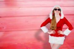 Составное изображение солнечных очков холодной девушки santa нося Стоковые Фото
