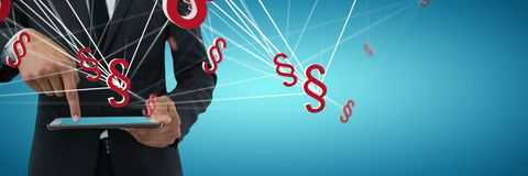 Составное изображение среднего раздела бизнесмена используя цифровую таблетку Стоковые Изображения