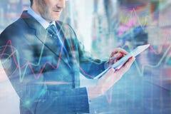 Составное изображение среднего раздела бизнесмена используя цифровую таблетку Стоковое фото RF