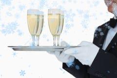 Составное изображение стекел нося подноса кельнера полных шампанского Стоковые Изображения RF