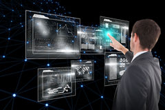 Составное изображение сфокусированного бизнесмена стоя и указывая 3d Стоковые Изображения RF