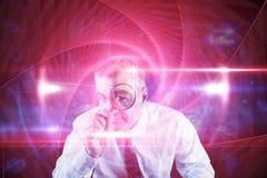 Составное изображение сфокусированного бизнесмена с лупами Стоковые Изображения