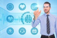 Составное изображение счастливого бизнесмена стоя и указывая вверх Стоковое Изображение RF