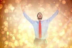 Составное изображение счастливого веселя бизнесмена поднимая его оружия стоковые изображения rf