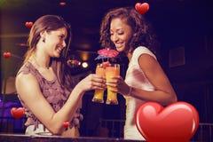 Составное изображение счастливых молодых женщин имея коктеиль Стоковые Фотографии RF