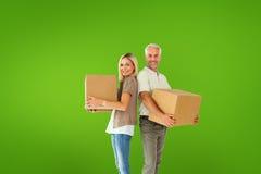 Составное изображение счастливых пар держа moving коробки Стоковая Фотография