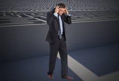 Составное изображение усиленного бизнесмена с руками на голове Стоковое Изображение RF