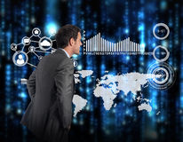 Составное изображение усмехаясь бизнесмена с руками на бедрах Стоковое Изображение RF