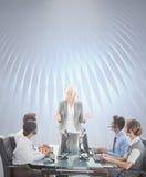 Составное изображение усмехаясь бизнесменов говоря совместно Стоковое Изображение RF