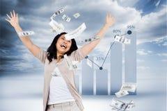 Составное изображение усмехаясь денег женщины бросая вокруг стоковая фотография rf