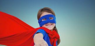 Составное изображение усмехаясь замаскированной девушки претендуя быть супергероем Стоковые Фотографии RF