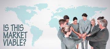 Составное изображение усмехаясь команды дела стоя в руках круга совместно Стоковая Фотография RF